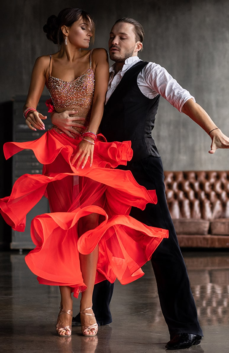 https://modernstepsdance.com/wp-content/uploads/2019/12/stock-photo-young-beautiful-couple-dancing-tango-1229157769-773-x-1195.jpg